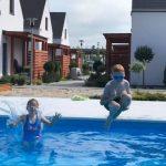 Domki letniskowe Palm Rogowo basen jako atrakcja dla dzieci