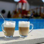 Domki letniskowe Palm Rogowo chwila relaksu nad basenem
