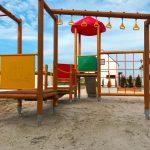 Domki letniskowe Palm Rogowo plac zabaw dla dzieci, tor przeszkod