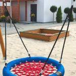 Domki letniskowe Palm Rogowo sala hustawki i piaskownica dla dzieci