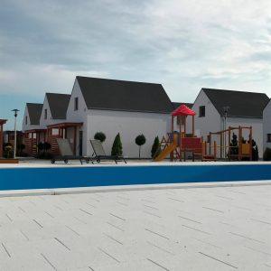 ekskluzywne-domki-wakacyjne-nad-morzem-baltyckim-z-basenem
