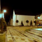 Osrodek domkow letniskowych Palm Rogowo podswietlony noca